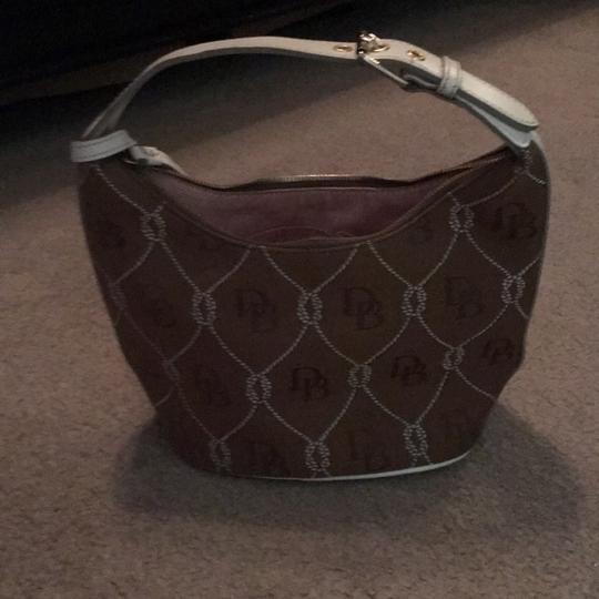 Dooney & Bourke Tote in tan and white Image 3
