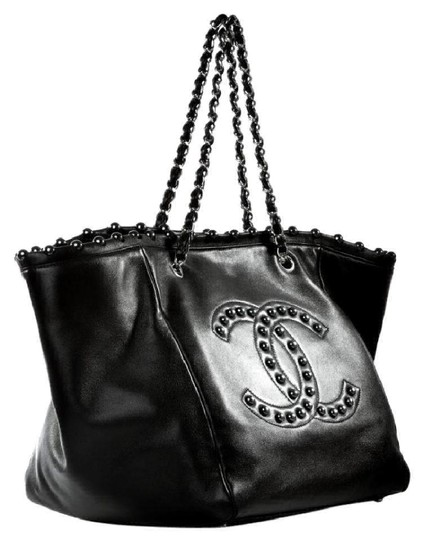 Preload https://img-static.tradesy.com/item/22600493/chanel-pearl-rare-black-lambskin-leather-tote-0-0-540-540.jpg