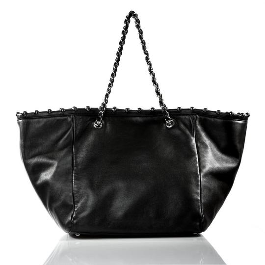 Chanel Pearls Tote in Black