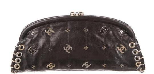 Preload https://img-static.tradesy.com/item/22600533/chanel-clutch-spring-2007-limited-edition-charm-rare-black-leather-clutch-0-0-540-540.jpg