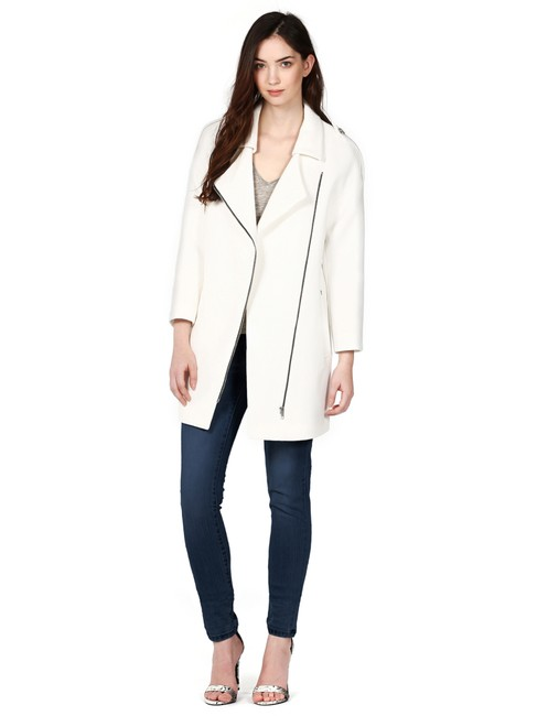 Preload https://img-static.tradesy.com/item/22600774/soia-and-kyo-white-water-resistant-coat-size-8-m-0-1-650-650.jpg