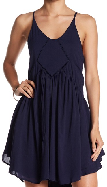 Preload https://img-static.tradesy.com/item/22601695/romeo-and-juliet-couture-navy-cutaway-swing-short-casual-dress-size-4-s-0-1-650-650.jpg