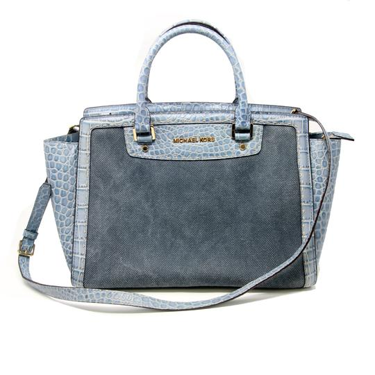 Preload https://img-static.tradesy.com/item/22602789/michael-kors-mk-large-top-zip-selma-pick-stitch-croc-embossed-crossbody-distressed-denim-blue-canvas-0-1-540-540.jpg