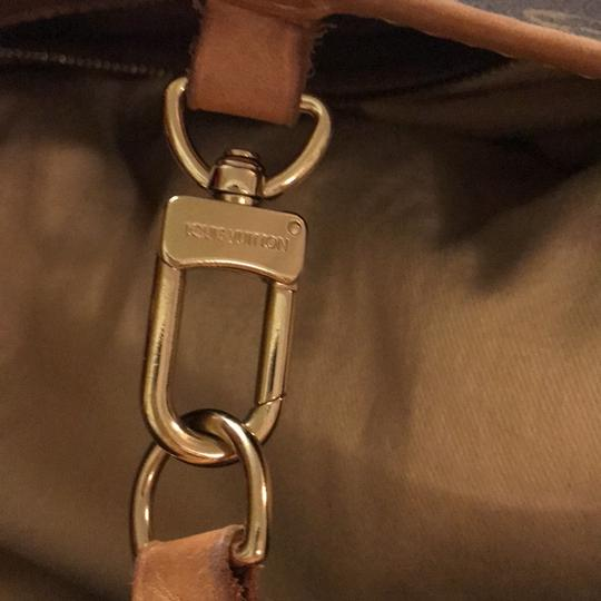 Louis Vuitton Tote in Monogram Canvas Image 9