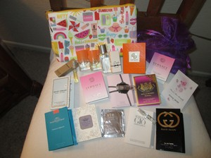 Clinique A lot 19 pc. total Brand new fragrances including, 1 Clinique Spring/Summer Large cosmetic bag, 1 Purple mesh cosmetic bag, 2 mini Clinique Happy fragrance, 1 medium mini Clinique Happy Fragrance 0.24 Fl oz, all other sample tube fragrance, including Tori Burch, Burberry. Please look at photos.