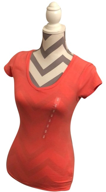 Item - Coral Tee Shirt Size 6 (S)