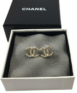Chanel CHANEL CC LOGO PEARL WITH MATTE GOLD STUD EARRINGS