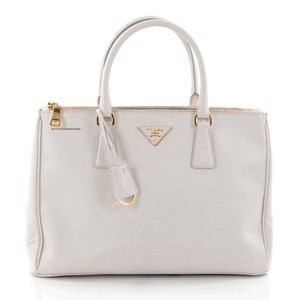 b17ed2137f0d Prada Bags on Sale - Up to 70% off at Tradesy