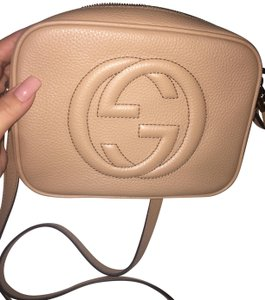 bef65b48392 Added to Shopping Bag. Gucci Cross Body Bag. Gucci Soho Small Disco Rose  Beige Leather ...