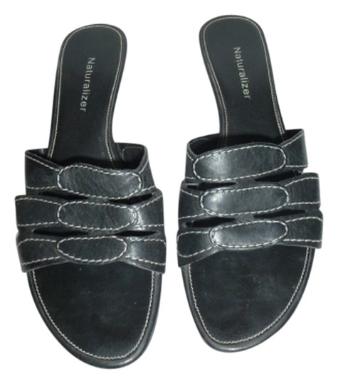 Naturalizer Black with white thread Sandals