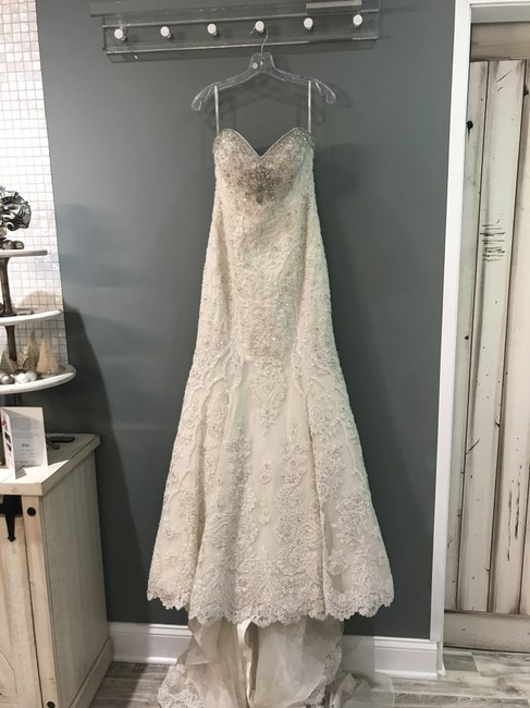 Item - Ivory/Silver Lace Over Oyster and Ml721 Formal Wedding Dress Size 8 (M)