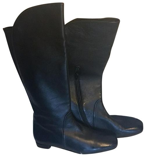 Preload https://img-static.tradesy.com/item/22628352/stuart-weitzman-black-leather-bootsbooties-size-us-75-regular-m-b-0-1-540-540.jpg