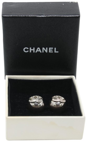 Preload https://img-static.tradesy.com/item/22639481/chanel-silver-signature-grid-cc-clip-on-round-earrings-0-1-540-540.jpg