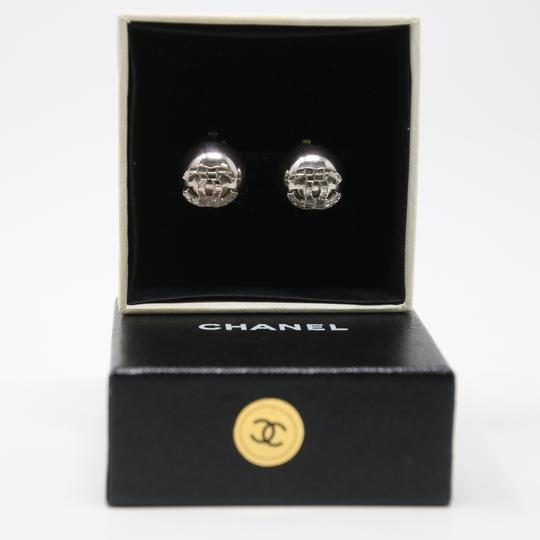 Chanel Signature Silver Grid CC Clip On Round Earrings Image 3