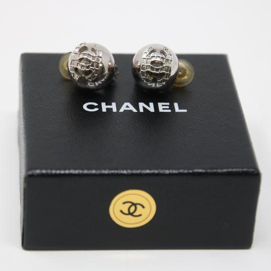 Chanel Signature Silver Grid CC Clip On Round Earrings Image 4