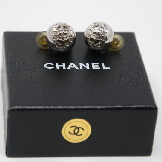 Chanel Signature Silver Grid CC Clip On Round Earrings Image 5