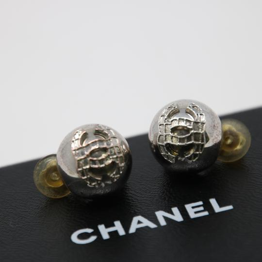 Chanel Signature Silver Grid CC Clip On Round Earrings Image 6