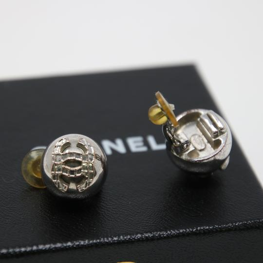 Chanel Signature Silver Grid CC Clip On Round Earrings Image 7