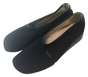 Taryn Rose Kelsey Size 39 Black Wedges