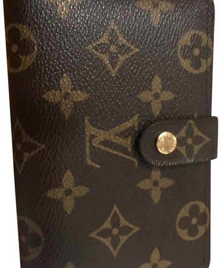 Preload https://img-static.tradesy.com/item/22648409/louis-vuitton-brown-discontinued-style-wallet-0-1-540-540.jpg
