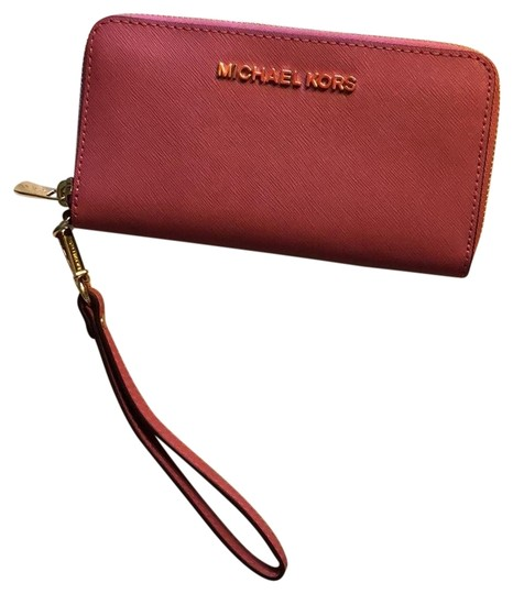 Preload https://img-static.tradesy.com/item/22649267/michael-kors-wallet-with-removable-strap-pink-leather-wristlet-0-1-540-540.jpg