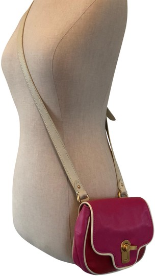 Preload https://img-static.tradesy.com/item/22649503/juicy-couture-and-red-pink-leather-cross-body-bag-0-3-540-540.jpg