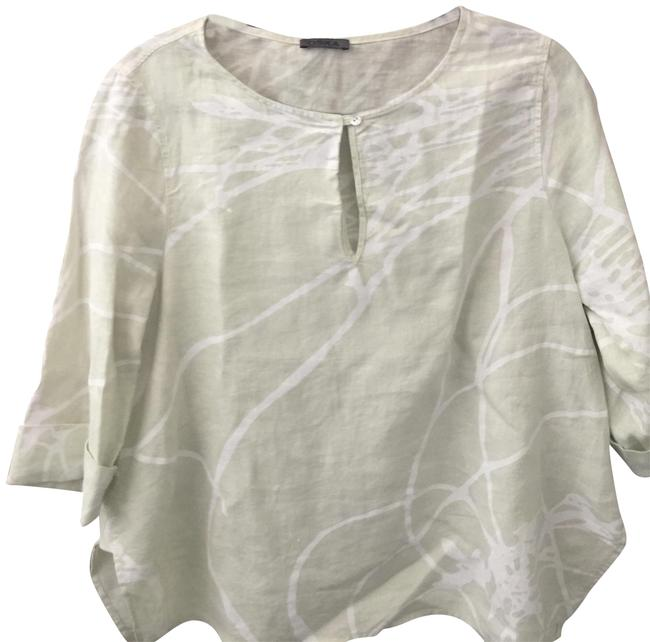 Preload https://img-static.tradesy.com/item/22649956/white-and-pale-green-with-button-blouse-size-10-m-0-5-650-650.jpg