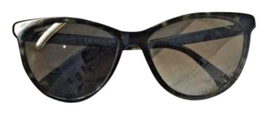 Preload https://img-static.tradesy.com/item/22650534/chanel-tortoise-bijoux-cat-eye-fantasy-pearl-polarized-sunglasses-0-1-540-540.jpg