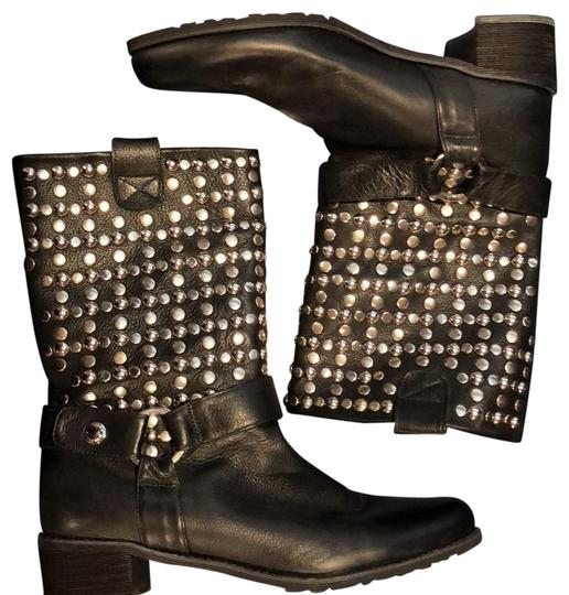 Preload https://img-static.tradesy.com/item/22650653/stuart-weitzman-studded-leather-bootsbooties-size-us-85-regular-m-b-0-3-540-540.jpg