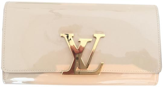 Preload https://img-static.tradesy.com/item/22657652/louis-vuitton-louise-nude-patent-leather-clutch-0-2-540-540.jpg