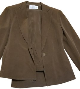 Jones New York Dark Brown Pants Suit, very nice never been worn.