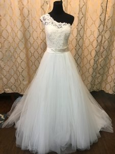 Allure Bridals Ivory Lace/Tulle 2650 Formal Wedding Dress Size 20 (Plus 1x)