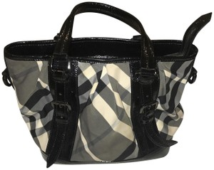 Burberry Tote in Black and white Burberry plaid