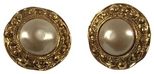 Chanel Chanel Costume Pearl Golden Round Earrings