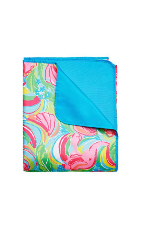 Lilly pulitzer so a peeling print beach picnic blanket for Picnic blanket coloring page