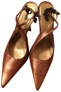 BCBG Paris copper Pumps