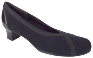 Munro American 2868 Black Pumps