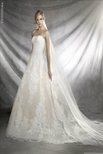 Pronovias Off White Lace And Tulle Orieta Traditional Wedding Dress Size 8 M
