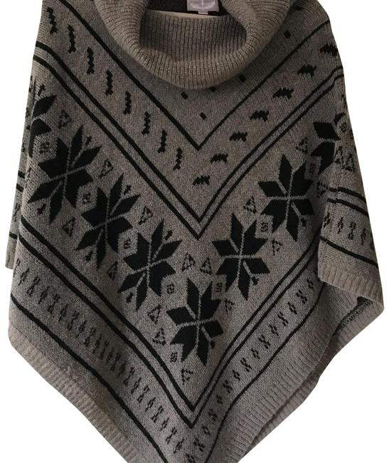 Preload https://img-static.tradesy.com/item/22673716/romeo-and-juliet-couture-poncho-gray-with-black-accents-sweater-0-1-650-650.jpg