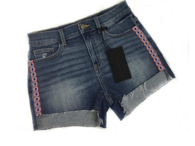 Preload https://img-static.tradesy.com/item/22673957/blue-junior-boho-embroidered-trim-denim-shorts-size-2-xs-26-0-0-650-650.jpg