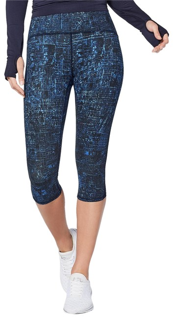 "Lululemon Blue Sz6 Train Times 17"" Activewear Bottoms Size 6 (S, 28) Lululemon Blue Sz6 Train Times 17"" Activewear Bottoms Size 6 (S, 28) Image 1"