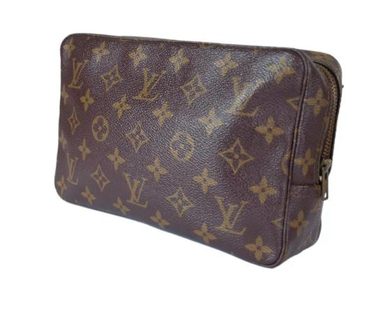 Preload https://img-static.tradesy.com/item/22675471/louis-vuitton-monogram-canvas-trousse-toilette-23-cosmetic-bag-0-13-540-540.jpg