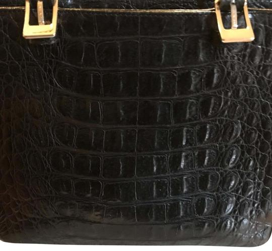 Preload https://img-static.tradesy.com/item/22677526/black-crocodile-clutch-0-6-540-540.jpg