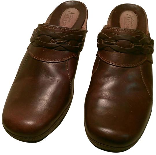 Preload https://img-static.tradesy.com/item/22677632/clarks-brown-artisan-collection-mulesslides-size-us-9-regular-m-b-0-4-540-540.jpg
