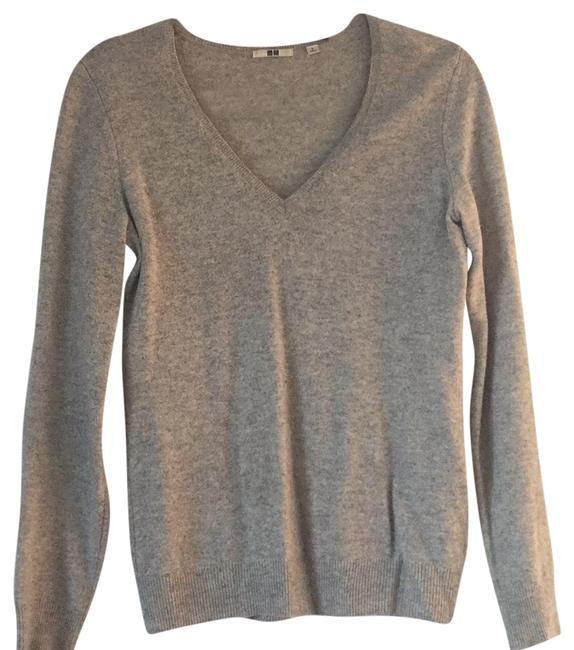 Preload https://img-static.tradesy.com/item/22677861/uniqlo-grey-na-sweaterpullover-size-4-s-0-1-650-650.jpg