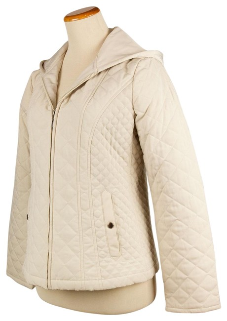 Preload https://img-static.tradesy.com/item/22678783/croft-and-barrow-cream-quilted-hooded-spring-jacket-size-6-s-0-1-650-650.jpg