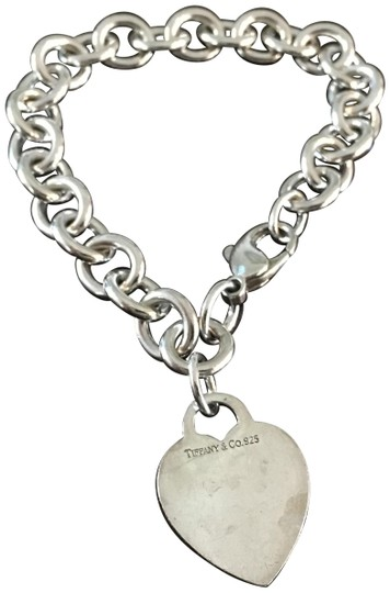 Preload https://img-static.tradesy.com/item/22680263/tiffany-and-co-sterling-silver-heart-tag-bracelet-0-1-540-540.jpg