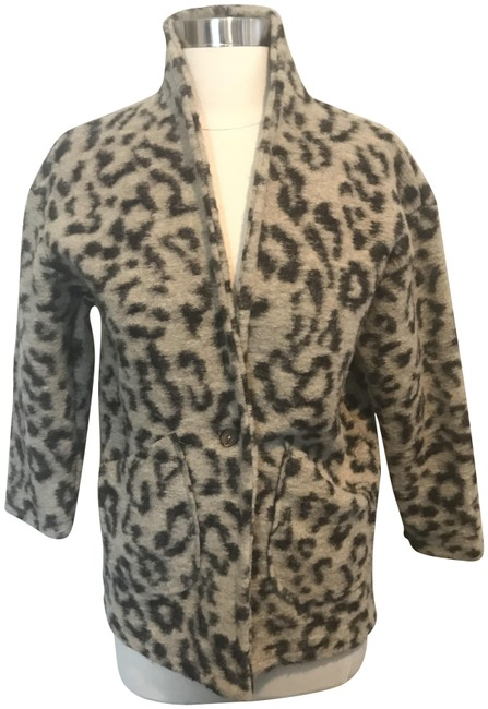 Preload https://img-static.tradesy.com/item/22680660/zara-leopard-print-391017-girls-one-button-1112-spring-jacket-size-12-l-0-1-650-650.jpg