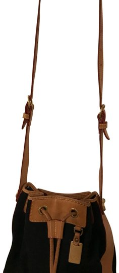 Preload https://img-static.tradesy.com/item/22681073/dooney-and-bourke-cinch-black-and-beige-canvas-leather-cross-body-bag-0-1-540-540.jpg