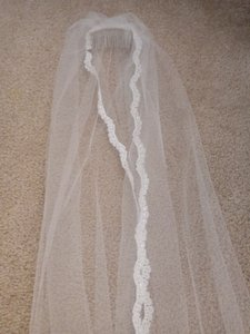 David's Bridal White Long In Like-new Condition Veil